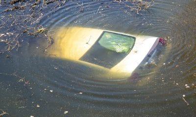 Całkowicie pijany wpadł samochodem do rzeki 1