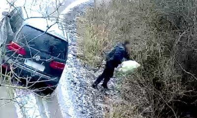 Został nagrany jak wyrzuca śmieci do rzeki!